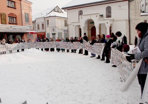 Žene Srebrenice˝ mirni protest održavaju u Tuzli svakog 11. u mjesecu