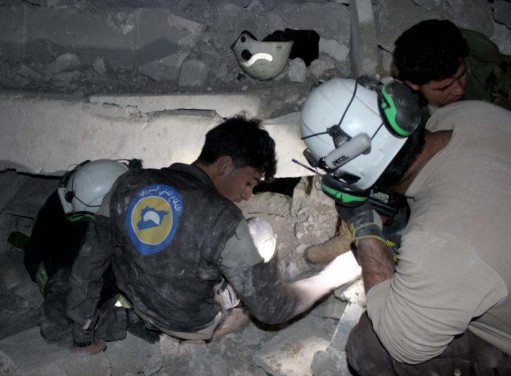 Timovi Civilne zaštite pokušavaju doći do stradalih ispod ruševina