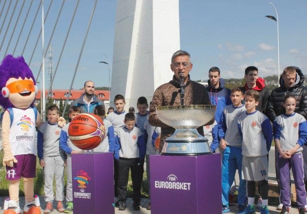 Promocija trofeja na mostu Milenijum u Podgorici