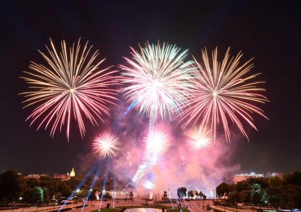 Spektakularnim vatrometom Francuzi sinoć proslavili najvažniji nacionalni praznik