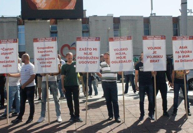 Protest otpuštenih vojnika u Podgorici