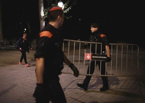 Policija ispred javnih ustanova i parlamenta u Barceloni