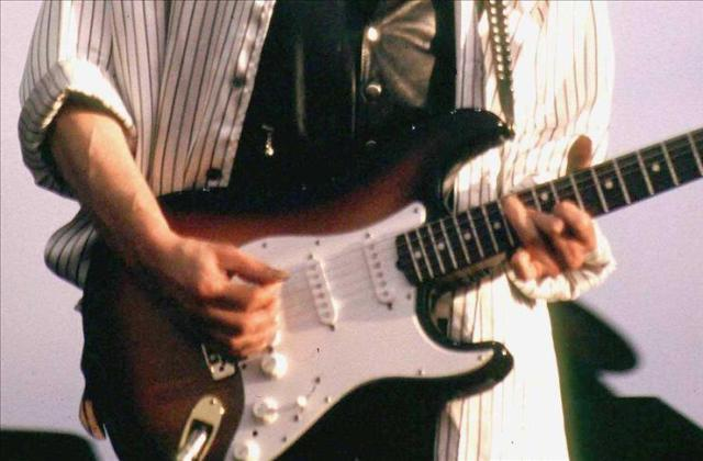 Anonimni kupac platio 396.500 dolara za Dylanovu akustičnu gitaru