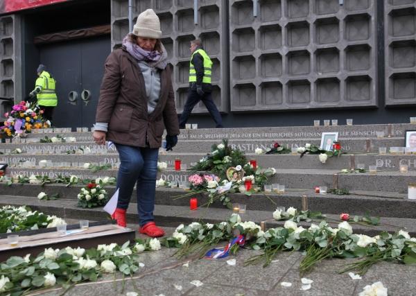 GODIŠNJICA TERORISTIČKOG NAPADA U BERLINU: OTKRIVEN SPOMENIK ŽRTVAMA