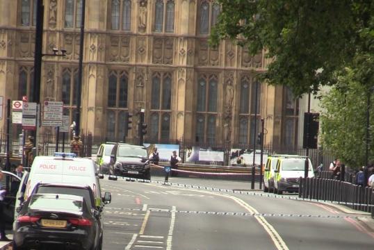 SUMNJA U TERORIZAM: U INCIDENTU ISPRED BRITANSKOG PARLAMENTA POVRIJEĐENE DVIJE OSOBE