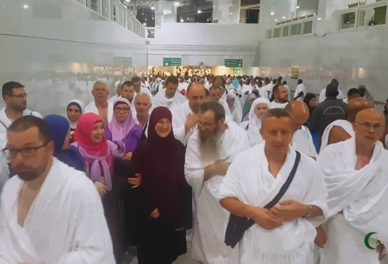 Hadžije odmaraju nakon boravka na Arefatu