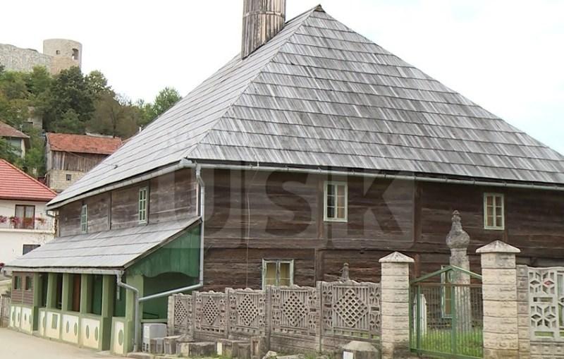 Drvena džamija u Bužimu sagrađena bez ijednog eksera