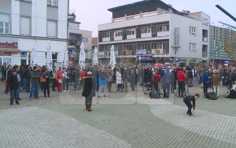 Veliki broj građana na mirnim protestima
