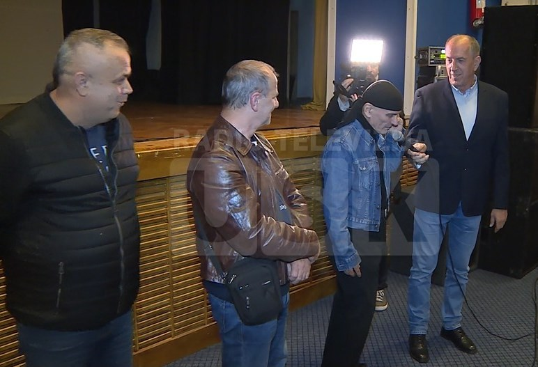 Hasan i Raif sa saradnicima na promociji