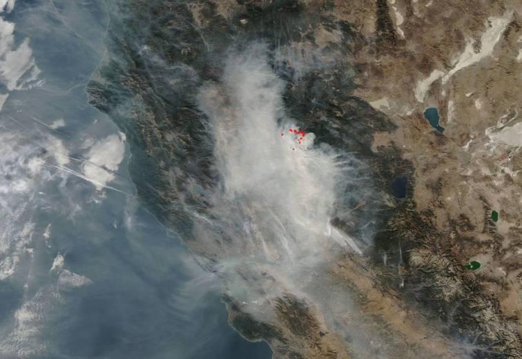 O razmjerama požara ponajbolje svjedoči i fotografija koju je objavila NASA