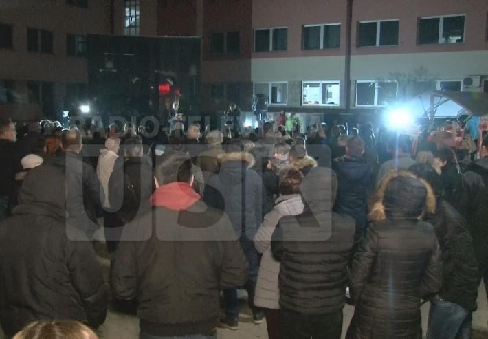 Unatoč hladnoći veliki broj građana na protestima