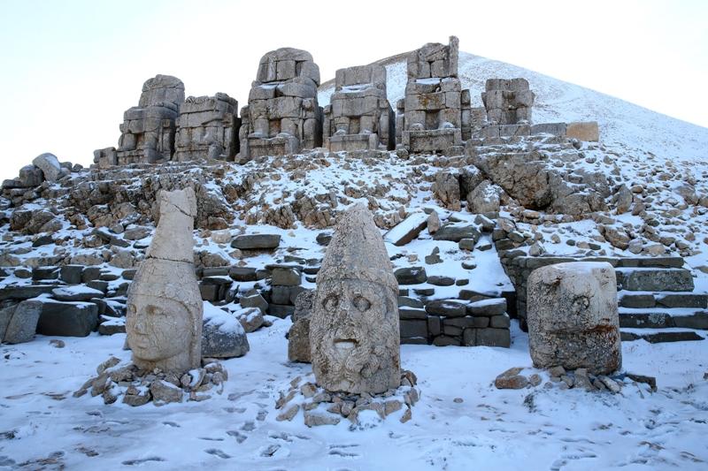 Skulpture prekrivene snijegom