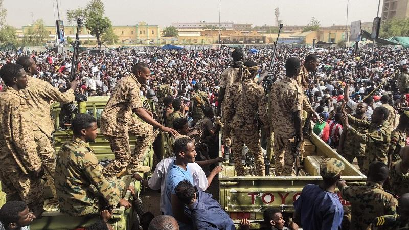 SUDAN: VOJSKA RASTJERUJE DEMONSTRANTE U KHARTOUMU
