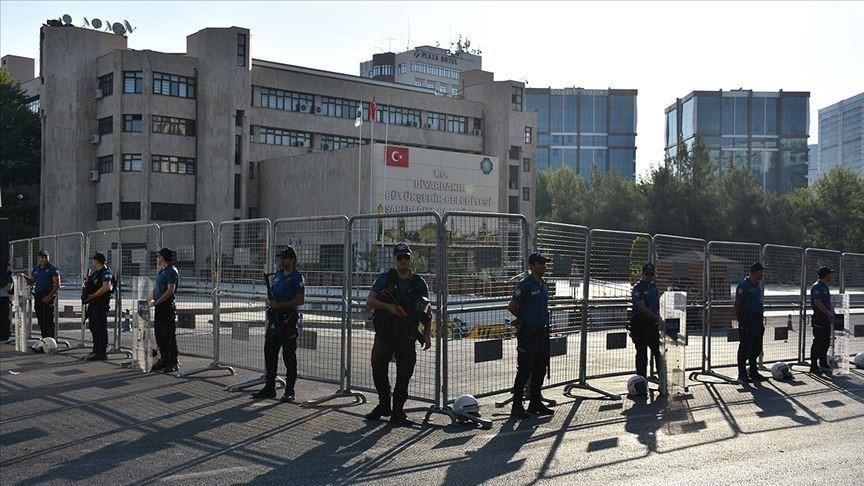 TURSKA: SMIJENJENO TROJE NAČELNIKA ZBOG POVEZANOSTI S TERORIZMOM