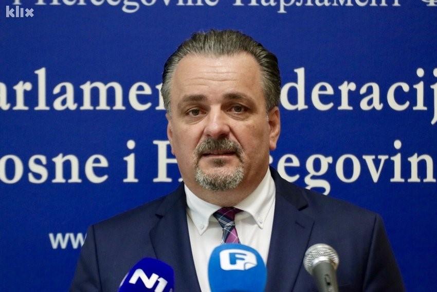 DIREKTOR ZAVODA U PAZARIĆU: DJECA SU 15 GODINA GLADNA, MILION JE UKRADEN NA KURBANIMA
