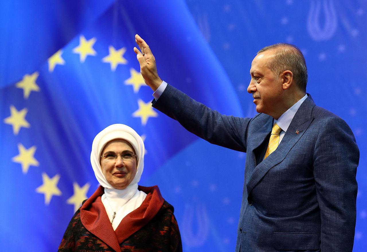 TURSKA ŠALJE POMOĆ BIH KOJU JE PROŠLE SEDMICE IZETBEGOVIĆ ZATRAŽIO OD ERDOGANA