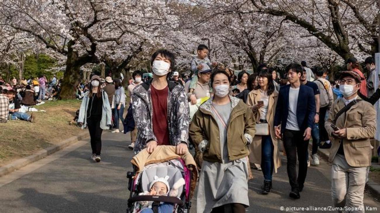 KAKO JE JAPAN ISKONTROLISAO KORONU: LJUDI ŠETAJU, PIJU PIVO, SLIKAJU SE...