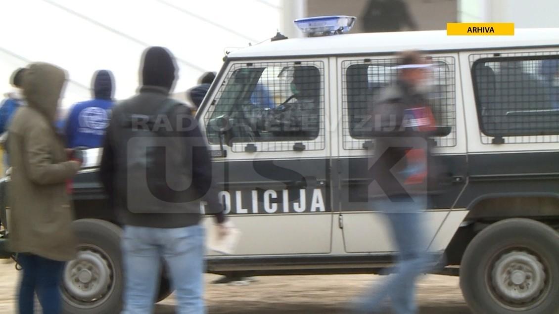 KAMP LIPA: MIGRANTI NAPALI POLICIJU I ZAŠTITARE