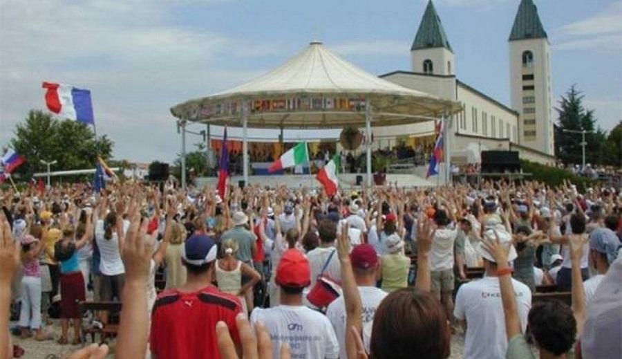 UPRKOS KORONI, HILJADE MLADIH KATOLIKA NA FESTIVALU U MEĐUGORJU