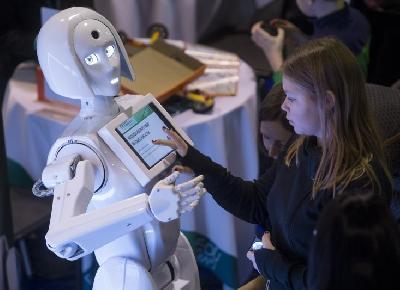 Robot kao 'plaću' dobiva punjenje baterije