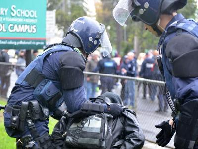 Zbog napetosti među učesnicima protesta reagovala i policija