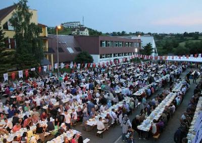 Preko dvije hiljade ljudi na zajedničkom iftaru i druženju