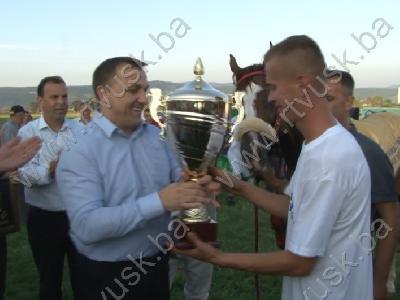 Pobjednički pehar uručio federalmni ministar Šemsudin Dedić