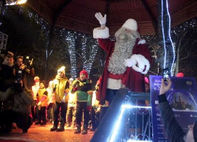 Djed Mraz pozdravio djecu na Zrinjevcu