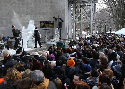 Posjetioci Central parka danas mogu vidjeti profesionalne klesare u akciji
