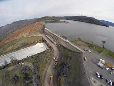 Nivo vode i pritisak na zidove najveće američke brane smanjen u proteklim satima