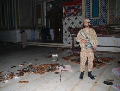 Pripadnici Oružanih snaga također pomažu kako bi se pružila pomoć ranjenima