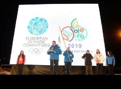 Olimpijska zastava predata Abdulahu Skaki i Nenadu Samardžiji