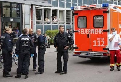 PUCNJAVA U BOLNICI U BERLINU, POLICIJA RANILA NAPADAČA
