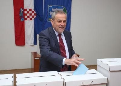 Prema izlaznim anketama Bandić vodi u Zagrebu