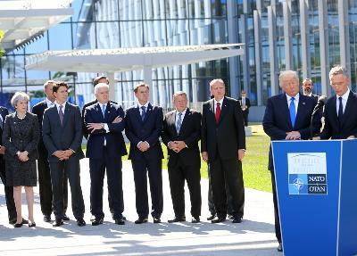 Prije početka samita učesnici pozirali za zajedničku fotografiju