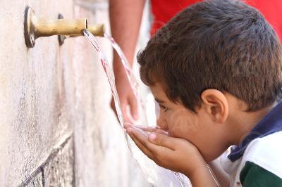Oko 800 miliona ljudi nema pristup pitkoj vodi
