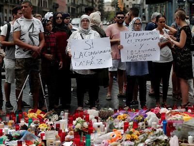 BARCELONA: MUSLIMANI SE OKUPILI DA POKAŽU DA NISU TERORISTI