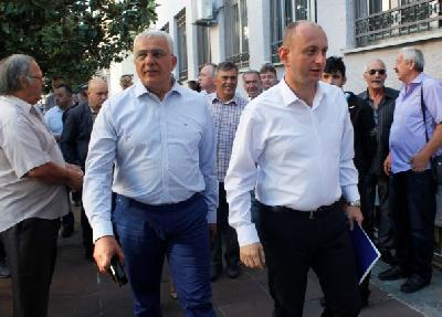 Optuženi lideri opozicionog Demokratskog fronta Andrija Mandić (L) i Milan Knežević (D)