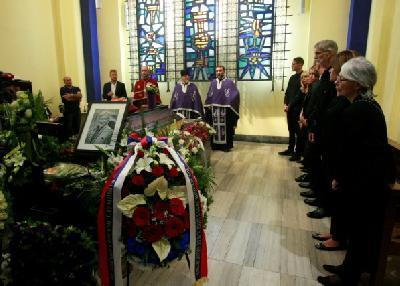 Kremaciji prisustvovali članovi porodice, prijatelji i poštovaoci