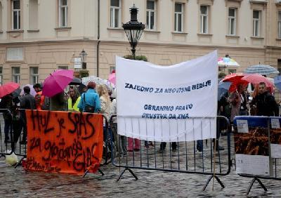 Protest protiv ukidanja emisije Hrvatska uživo