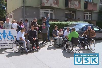 Protest invalida ispred zgrade Vlade USK