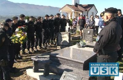 Počast kolegi i prijatelju na groblju u Vrkašiću