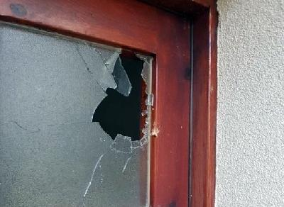 Oštećena vrata na abdesthani džamije