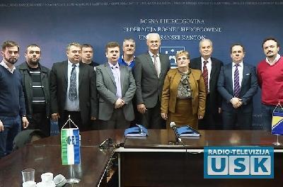 Predstavnici Vlade i sindikata nakon potpisivanja kolektivnih ugovora