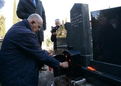 Paljenjem svijeća i polaganjem cvijeća obilježena 25. godišnjica tragične smrti Srđana Aleksića