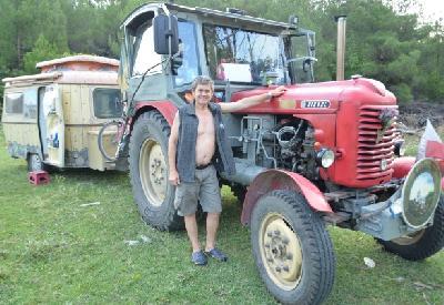 Kurt Kluckner na traktoru već tri mjeseca putuje Evropom