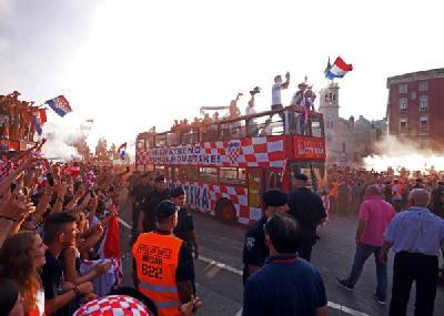 U Splitu organizovan spektakularan doček reprezentativcima