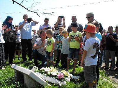 Od maja do augusta 1992. kroz logor Keraterm prošlo više od 3.000 ljudi