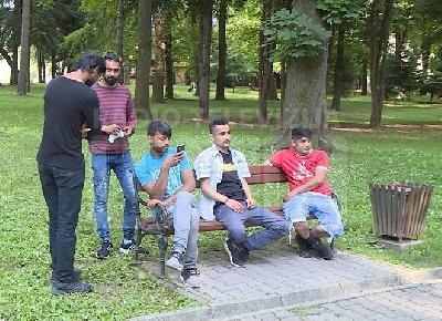 Migranti u Gradskom parku u Bihaću