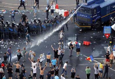 Više od 440 osoba, uključujući oko 20 policijaca, zatražilo je ljekarsku pomoć poslije protesta